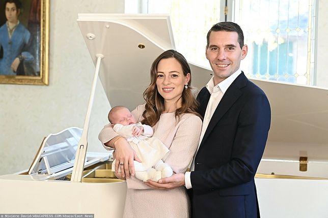 Były rumuński książę Nicholas Medforth-Mills z żoną i nowonarodzoną córeczką Marią Aleksandrą