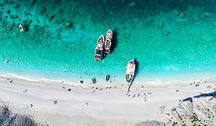 Skiathos to idealne miejsce dla tych, którzy uwielbiają małe wyspy, bo liczy ona zaledwie 48 km kw.
