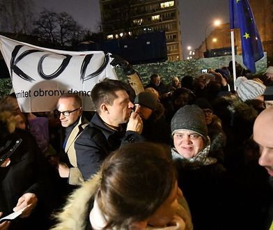 Pasterka protestujących pod Sejmem. Był opłatek i kolędowanie [GALERIA]