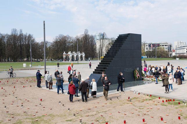 Pomnik smoleński na pl. Piłsudskiego