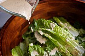 Sos do sałatki Cezar o niskiej zawartości kalorii