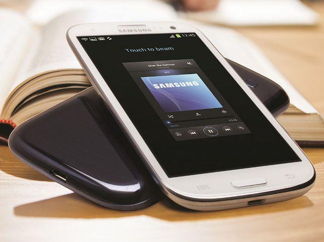 Samsung Galaxy S4: Super AMOLED, 5 cali, Full HD