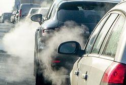 """Ekspert krytykuje opłatę emisyjną. """"Rząd znowu sięga do kieszeni kierowców"""""""
