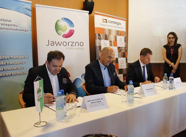 Podpisanie listu intencyjnego rozpoczynającego współpracę Jaworzna z Instytutem Transportu Samochodowego w Warszawie oraz firmą Comtegra S.A.