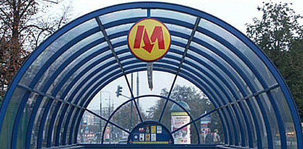 Komisja: awaria odbieraka prądu przyczyną uszkodzenia pociągu metra