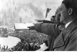 """Hitler z """"Gazety Polskiej"""": wybitny, uprzejmy, ekscelencja"""
