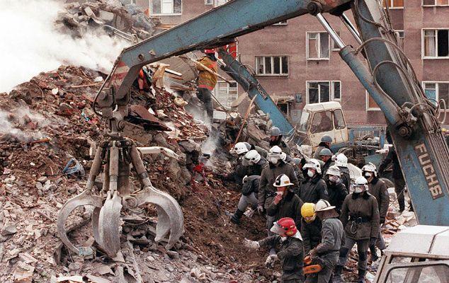 Prof. Sławomir Cenckiewicz: za eksplozją gazu 17 kwietnia 1995 r. mógł stać UOP