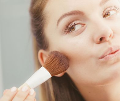 Konturowanie twarzy wbrew pozorom jest proste i bardzo efektowne.