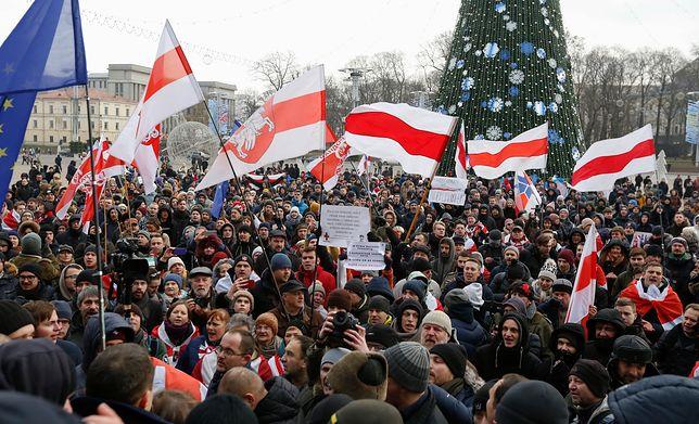 Białoruś chce pogłębić integrację z Rosją. Tłumy na proteście w Mińsku
