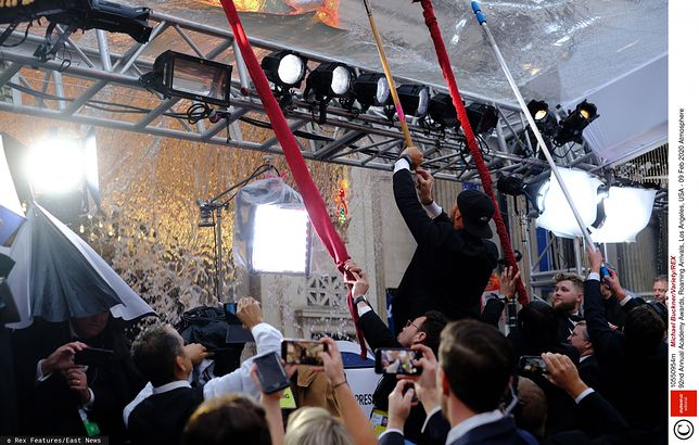 Intensywne opady deszczu zaskoczyły organizatorów Oscarów.