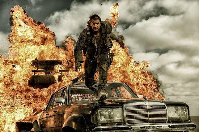 Kadr z filmu Mad Max: Fury Road (Na Drodze Gniewu).