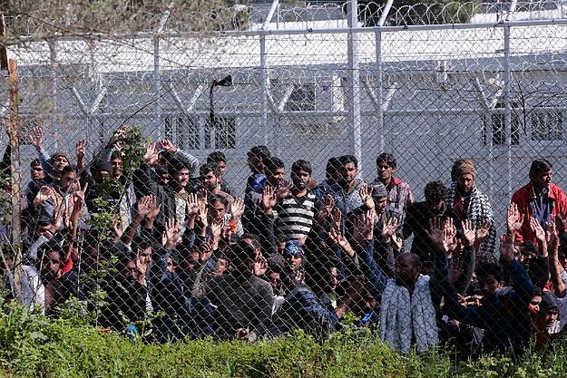 Afgańczycy na greckiej wyspie Lesbos protestują przeciwko deportacji do Turcji, 5 kwietnia.
