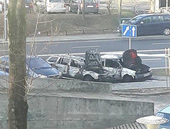Nocny pożar na Ursynowie. Spłonęły 3 samochody