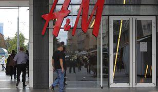 """Drukowany katalog H&M znika z rynku. Decyzja sieci z """"natychmiastowym skutkiem"""""""
