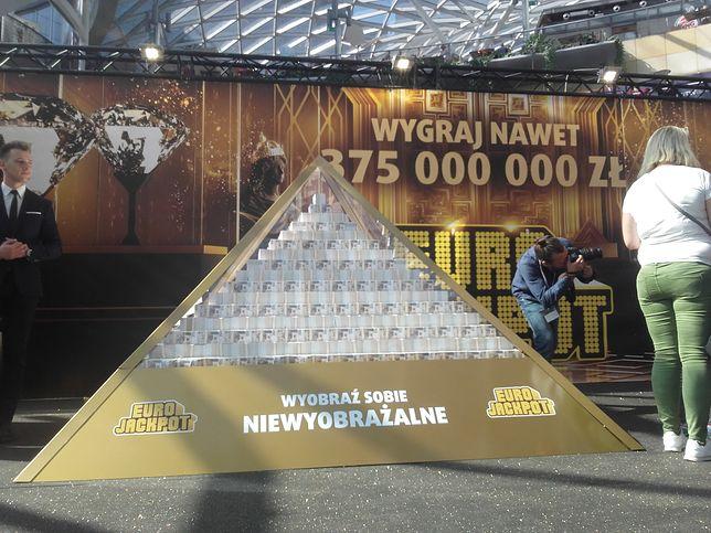 """""""Wyobraź sobie niewyobrażalne"""" - takie było hasło reklamowe loterii. Rzeczywiście, kumulacja 175 mln zł dotąd się nie zdarzyła"""