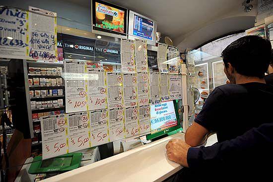 Policja interweniowała, bo tłum szukał zwycięzcy loterii