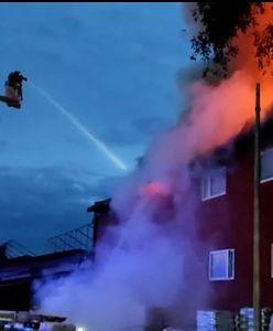 Śląskie. Pożar składu budowlanego w Częstochowie. Słup czarnego dymu