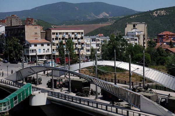 Główny most na rzece Ibar, która dzieli miasto na dwie części