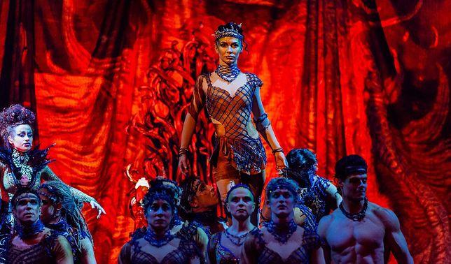 Piękne stroje, taniec i muzyka na żywo - to wyróżniało kanadyjski Cirque du Soleil