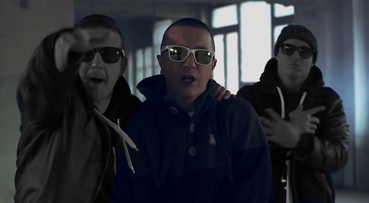 Bezczel, Zbuku i Chada jako Kontrabanda (fot. YouTube)