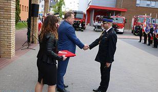 Minister Zieliński znowu to zrobił. Wręczył kluczyki do używanego wozu