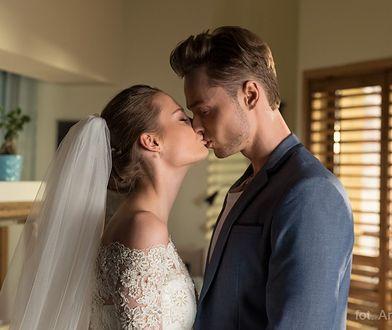 Ulubiona serialowa para bierze ślub. Mamy zdjecia sukni