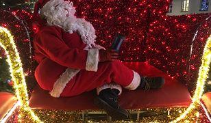Mikołaje nie uznają końca świąt. Zostaną na ulicach, aż do wiosny