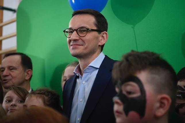 Mateusz Morawiecki na zakończeniu roku szkolnego w Ząbkach. Nasz reporter jest na miejscu