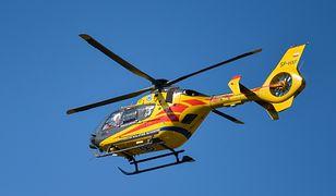 Śmigłowiec Lotniczego Pogotowia Ratunkowego zabrał mężczyznę do szpitala.