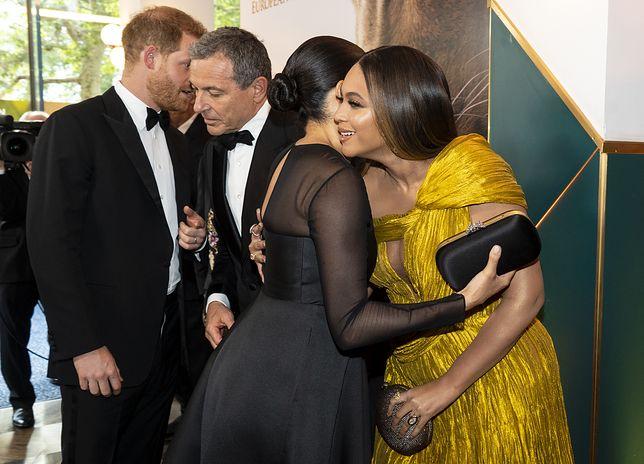 """Meghan spotkała Beyonce na londyńskiej premierze """"Króla Lwa""""."""