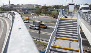 Most Łazienkowski. Schody oddane do użytku, przystanki znów działają