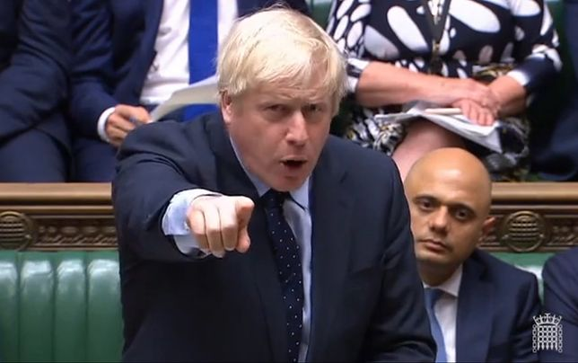 Chaos, rebelia i klęska Borisa Johnsona. Widmo brexitu oddala się