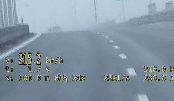 Niedoświadczona 20-latka pędziła 215 km/h na trasie S2