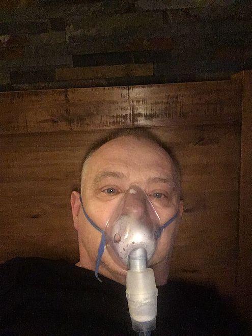 Poseł Jerzy Borowczak opublikował na Facebooku zdjęcie w masce tlenowej