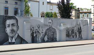 Siemianowice Śląskie. Nowocześnie o historii. Tablica i mural upamiętniające powstańców śląskich