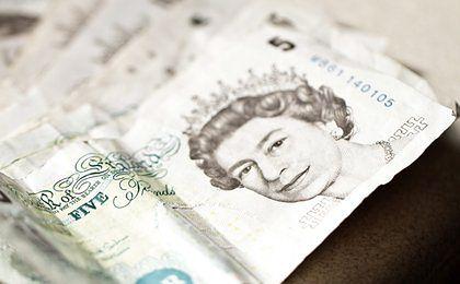 Stare pięć funtów narobiło problemów. Banknoty właśnie wychodzą z obiegu, a ludzie wciąż mają ich 150 milionów