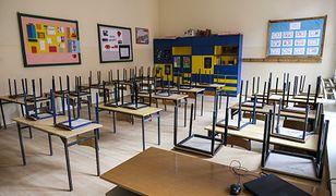 Koniec roku szkolnego miał miejsce w piątek, ale de facto były one zamknięte od połowy marca. We wrześniu dzieci mają wrócić do stacjonarnej nauki