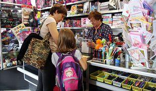 Pieniądze mogą być przeznaczone na zakup podręczników i przyborów, ale rodzice mogą zadecydować inaczej.