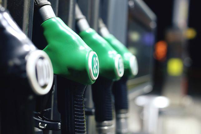 Kierowcy muszą się przyzwyczaić do droższego paliwa. Na niektórych stacjach pękła bariera 5 zł za litr