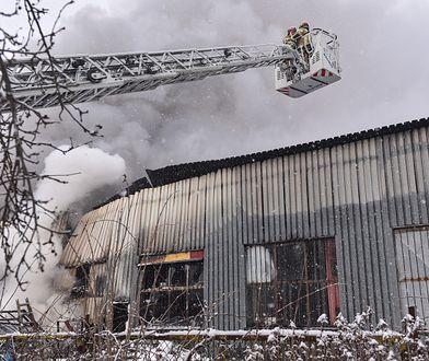 Lublin. Słup dymu nad miastem. Pożar hali magazynowej