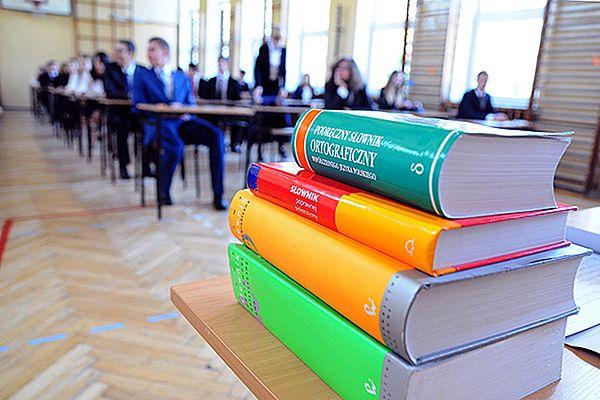Szkoły dostają dokładne wytyczne, jak wyłapywać uczniów oszukujących na egzaminach