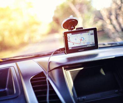 nawigacja samochodowa gps samochód wakacje droga jazda samochodem