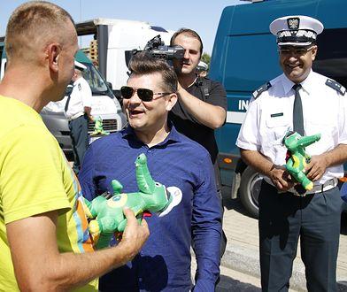 Zenon Martyniuk wręczał upominek porządnym kierowcom