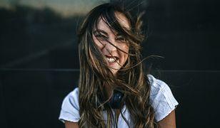 Końska maść na włosy może wspomóc kurację na porost włosów.
