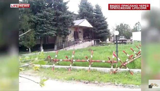 Kadr z nagrania umieszczonego po ataku na posterunek