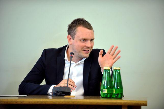W 2017 r. Michał Tusk był przesłuchiwany przez komisję śledczą ds. Amber Gold