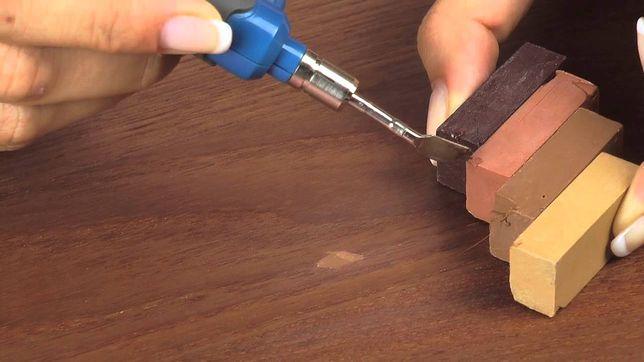 Jeśli obawiasz się domowych sposobów, możesz zniwelować uszkodzenia specjalnymi markerami lub zestawami naprawczymi do samodzielnego rozrabiania