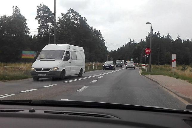 Nietypowy przejazd kolejowy znajduje się w Ełku.