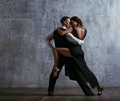 Tango argentyńskie nazywane jest tańcem zwaśnionych kochanków. Charakteryzuje się ono improwizacją i fizyczną bliskością partnerów.