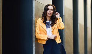 Wybierając bazową bluzkę, warto kierować się nie tylko dopasowaniem do stroju, ale nastrojem i kolorami natury